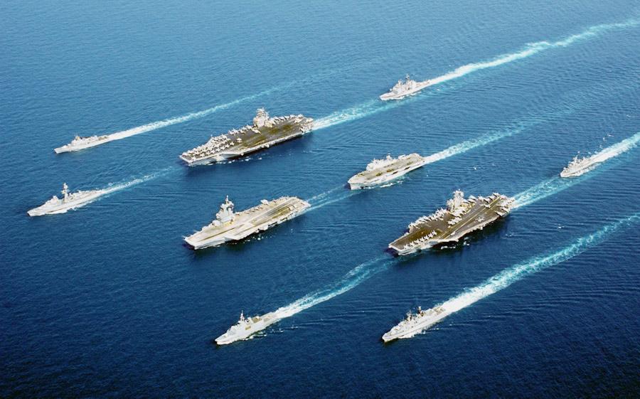Navi da guerra americane pronte all'attacco