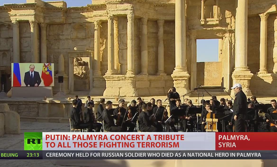 Palmyra - Giorno 5 Maggio 2016 - la Federazione Russa ha sminato il sito archeologico e fa suonare l'Orchestra di San Pietroburgo